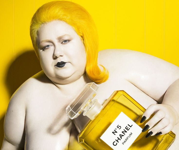 <p>He is the latest 'en-vogue' neo-pop celebrity photographer. Ohio born, Vijat Mohindra moved to Los Angeles at the age of 18 to pursue photography. His ultra modernist and hyper syntheti
