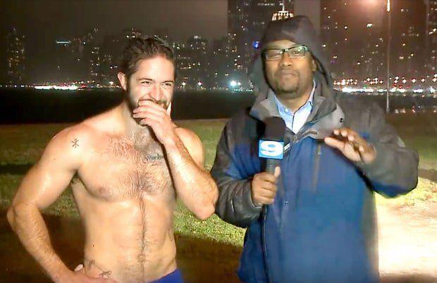 Un homme court torse nu et fait le buzz sur Internet