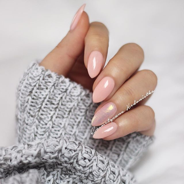 Instagram Photo by kosmetycznahedonistka on Instush. Photo Description - Ładny różowo - brzoskwiniowy odcień z drobinkami Semilac 054 Pale Peach Glow i efekt syrenki na serdecznym   #nails #nailswag #nailsdone #manicure #mani #semilac #almondnails #pink #hudabeauty #nailsofinstagram #inspo #nail #instanails