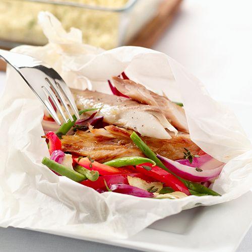 Makreel-pakketje met sperziebonen uit de oven. Kijk voor de bereidingswijze op okokorecepten.nl.