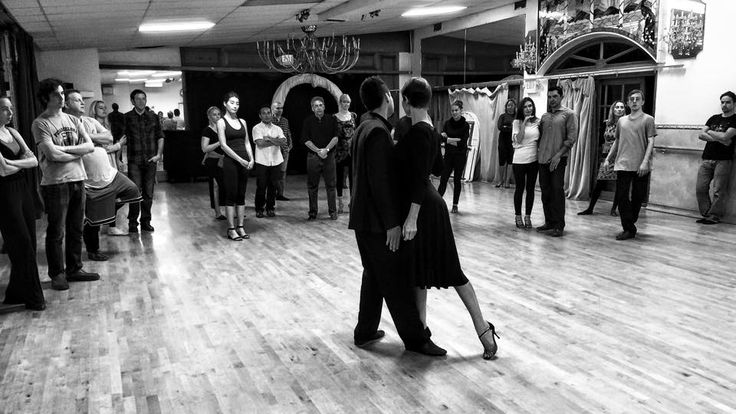The 2h Beginner Bootcamp is LATA's introduction to the basic technique and movements of Tango. You will learn the essentials to get started leading, following and connecting to the music and your partner. This workshop gives you the basic skills to jump into our progressive Tango program.