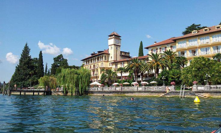 Il Grand Hotel a #Fasano, visto dal kayak [#foto Marco R. Lombardi] #visitlagodigarda #lagodigarda #visitfasano #fasanodigitale #visitgardoneriviera #gardonerivieradigitale #visitlombardia