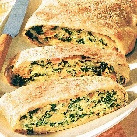 Egy finom Cukkinis-káposztás rétes ebédre vagy vacsorára? Cukkinis-káposztás rétes Receptek a Mindmegette.hu Recept gyűjteményében!
