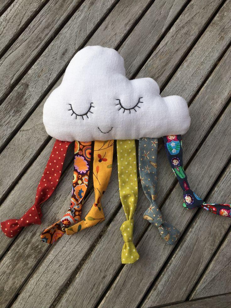 Un nuage a rencontré le soleil pour mon petit fils, un arc en ciel en est né.