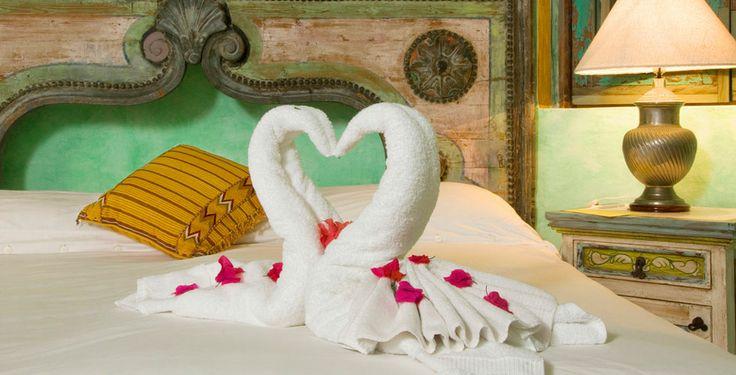 Cisnes con toallas en Hotel Villa Amor, Sayulita Nayarit, México • Towel swans