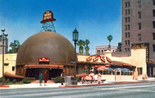 """1926 or '29, accounts disagree. The original """"Brown Derby"""" restaurant on Wilshire near the Ambassador Hotel, Los Angeles."""