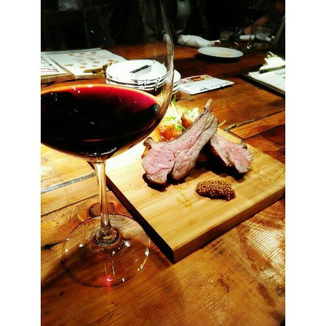 頂き物の超高級ワイン♥ ※ そして肉♥ ※ もう何もいらない♥ ※ #夕食#外食#天満#肉#肉食#肉食女子#肉大好き#ワイン#美味しすぎる#もう何もいらない#リーズナブルでクオリティが高い#通うお店決定#ゆっくりご飯食べてる時が一番の至福の時#酔って猫に話しかける#dinner#beef#wine#rosso#delicious