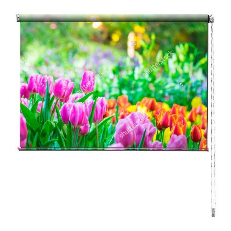 Rolgordijn Tulpentuin | De rolgordijnen van YouPri zijn iets heel bijzonders! Maak keuze uit een verduisterend of een lichtdoorlatend rolgordijn. Inclusief ophangmechanisme voor wand of plafond! #rolgordijn #gordijn #lichtdoorlatend #verduisterend #goedkoop #voordelig #polyester #tulp #tulpen #bloem #bloemen #natuur #kleuren #paars #oranje #groen
