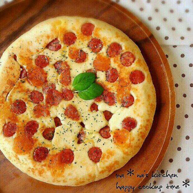 サイゼリアで定番のイタリア生まれのパン「フォカッチャ」。なんとフライパンで簡単に作れちゃうんです♡そんな簡単な作り方やアレンジレシピをご紹介します。