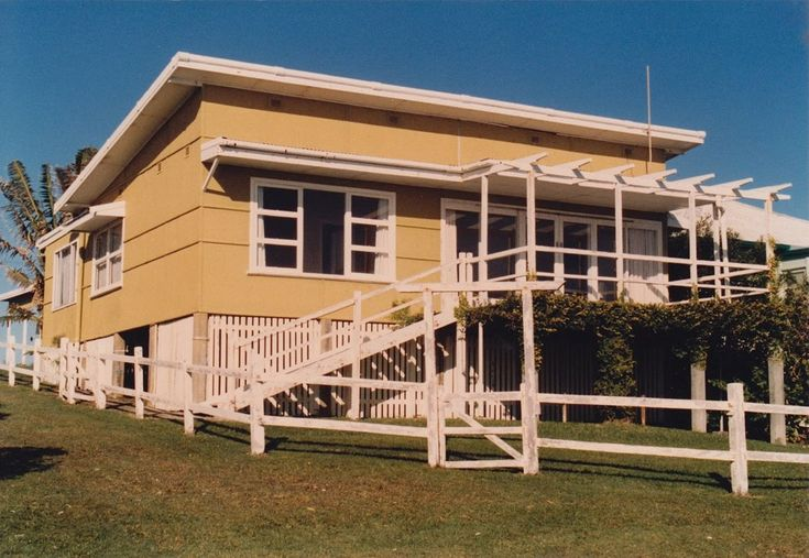 Aussie beach house . . . in fibro.