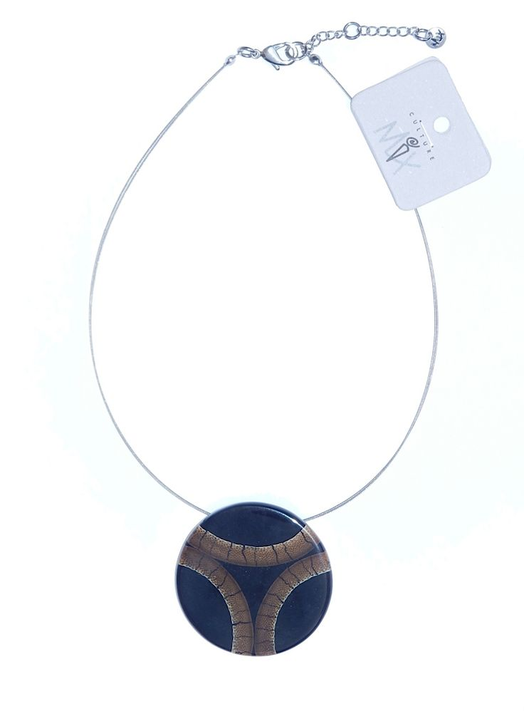 Classic necklace made of bamboo and resin.