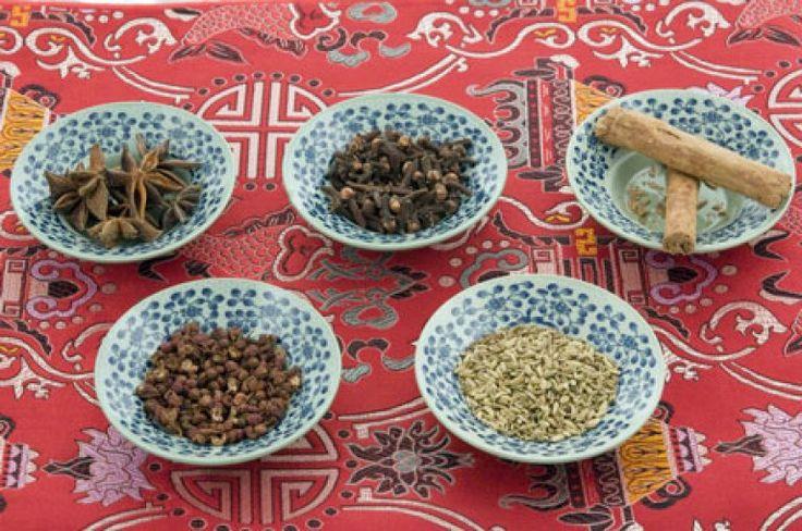 La cuisine chinoise est délicieuse, nutritive, simple et rapide à préparer. Immensément populaire à travers le monde, elle possède de nombreux plats qui sont très simples, composés d'un nombre restreint d'ingrédients mais qui ont un goût fantastique.