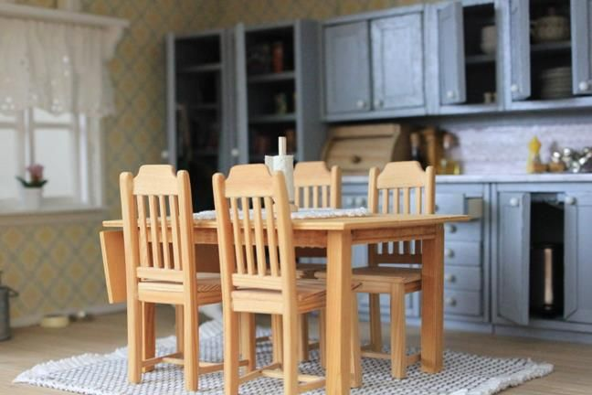 Dollhouse kitchen table