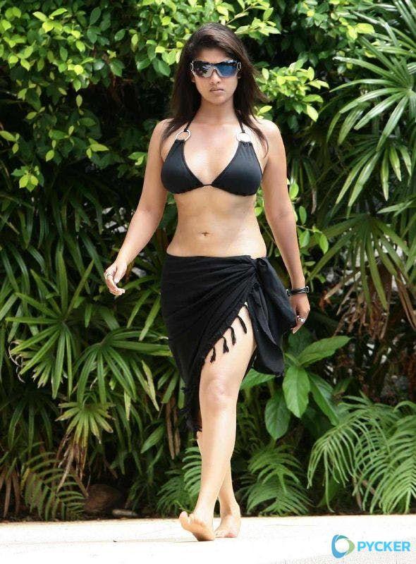 Nayanthara Looks Sizzling In A Hot Bikini Couture Sexy Bikini Bikini Fille Images