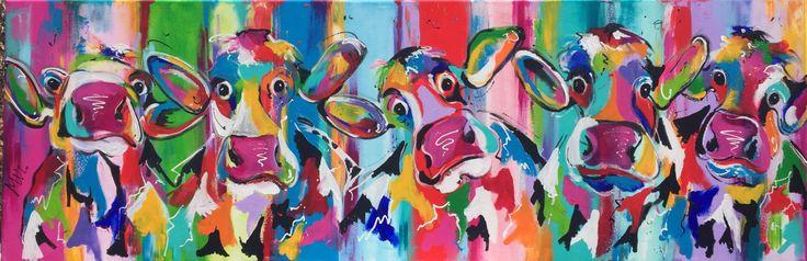 Veelzijdig kleurrijk kunstenares Mir/ Mirthe Kolkman waaronder koeienschilderes. Koe kleurrijke koe koeienkunst kleurrijk kunstwerk koe in de wei hollandse koe gezellige vrolijke koe koeienkop cows from holland cowpainting koeienschilderij koeien schilderen dierenschilderij hartjes grappige koeien dutch cows cowartist groep koeien