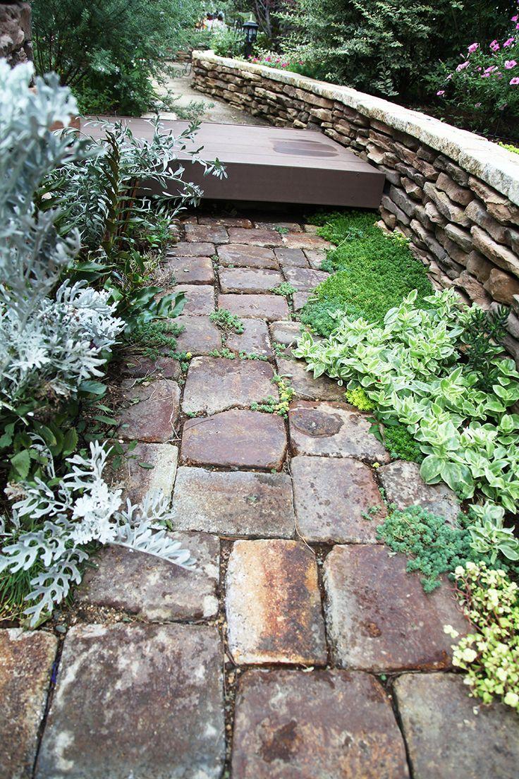 アプローチ / タイル貼り / 植栽 Approach / Plants