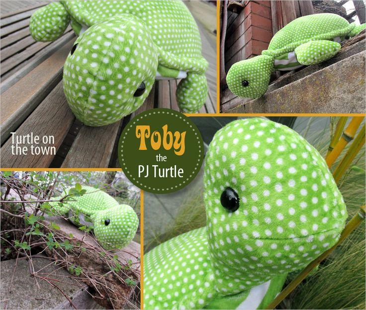 Toby the Stuffed Turtle with a Hidden PJ Pocket   Sew4Home Free Pdf pattern and step by step Photo tutorial - Bildanleitung und gratis Pdf Schnittvorlage
