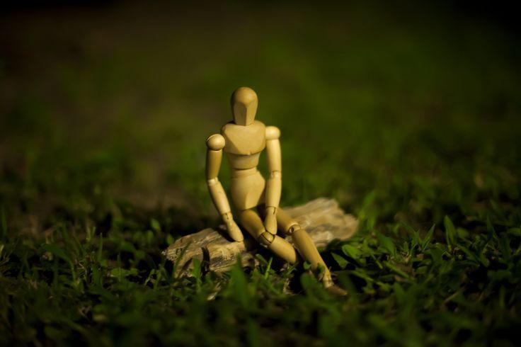"""""""Por que pessoas sozinhas permanecem sozinhas? A solidão não é apenas algo que pode fazer alguém se sentir mal psicologicamente. De acordo com pesquisas, a solidão aumenta o risco de mortalidade de uma pessoa em até 26% - um risco comparável ao da obesidade."""" Notícia completa no site.:"""