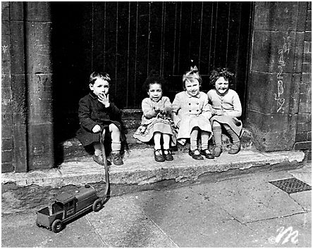 Oscar Marzaroli: Children, Maryhill, Glasgow, 1960