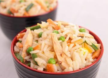 Riso fritto con pollo alla thailandese