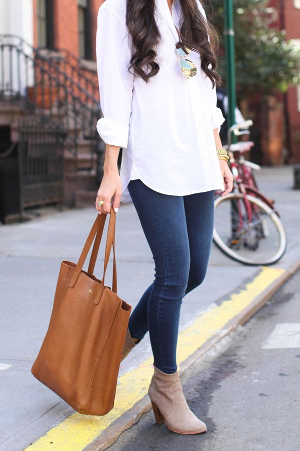 Great autumn combo: neutral button down, skinny jeans, cognac satchel and taupe ankle boots!