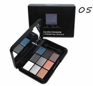 Тени MAC 9 colors, тон 5  Профессиональная палетка теней  MAC 9 colors тон 5 поможет сделать макияж глаз совершенным. Придаст выразительность и легкий блеск.  Компактная коробочка. Двухсторонний спонжик очень удобный в использовании. Все для Вас.  http://duxi250.ru/products/teni-mac-9-colors-ton-5