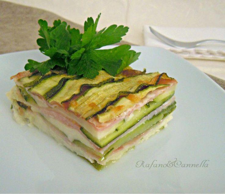 Millefoglie di zucchine, un secondo piatto semplice e velocissimo. Con soli tre ingredienti di base porterete in tavola un piatto gustosissimo.