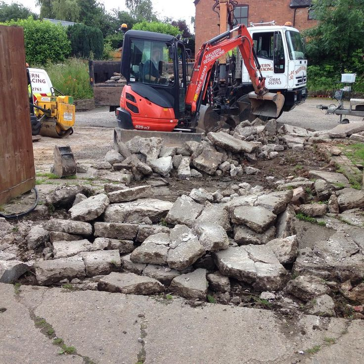 Removing old concrete with a #Kubota #excavator #Kubotalove #construction #concrete