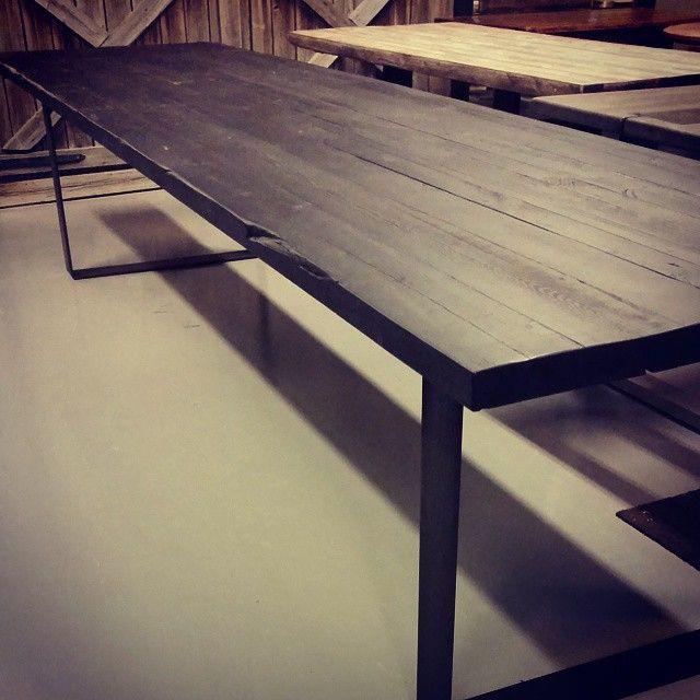 #vanskelig å få plass til 4,5m bord på instagram. Laget av gammelt låvegulv fra tidlig 1800-tallet. Revet i 1938 for å rydde plass til #Fornebu flyplass. Lagret tørt i 76 år, og nå blitt til spisebord.
