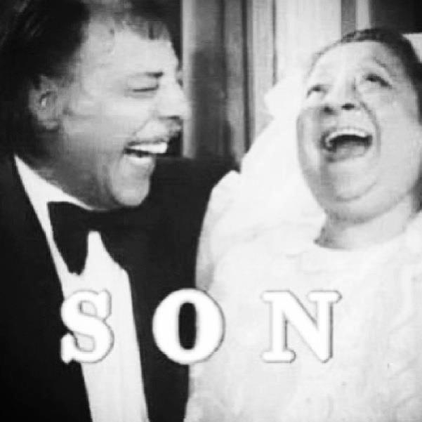 ✿ ❤ Yeşilçam Filmleri çoğunlukla mutlu sonla biterdi. Aslında hepsi desem daha doğru olur :)) Münir Özkul & Adile Naşit ve filmde mutlu bir son :)