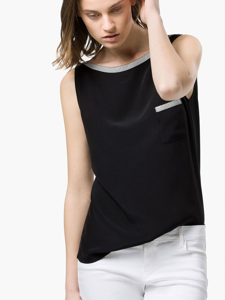 Sleeveless t-shirt with collar detail