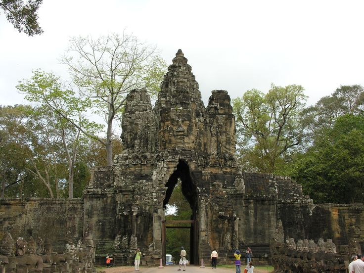 Explore and discover the true world of travel with the help of a professional Travel & Adventure Coach from Carry On Wandering #traveltips #adventuretravel #travelcoach #travelcompanion #adventurecoach #cambodia #roadtrip #photography #fun #travel #banteaysrei #angkorthom