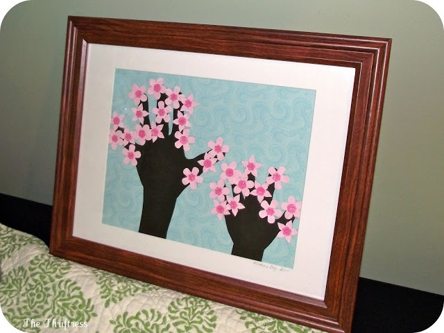 These hand print trees are perfect for a Mother's day gift that is fun to do with the kids and beautiful to display! #PPBmothersday