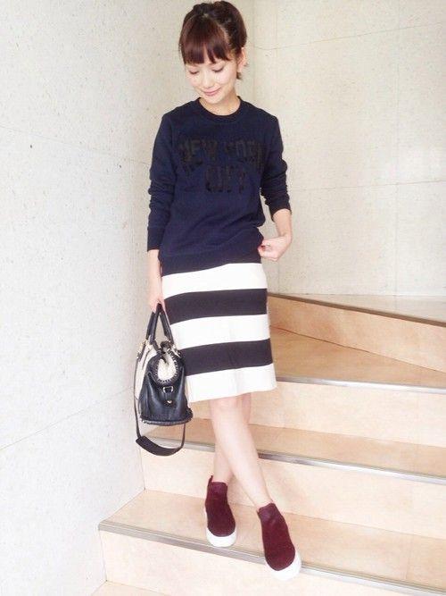 噂の全色買いした新作ロゴスウェット✌️✨ ネイビーも大人っぽくて可愛いんですよね〜♥︎   #striped #spring #outfits #style #skirts