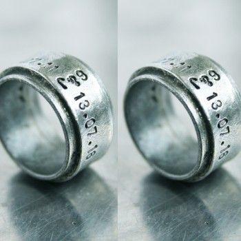 Duo initialen ringen met hamerslag, materiaal: 100% puur tin geoxideerd