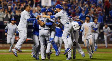 NEW YORK, NY - NOVEMBER 01:  The Kansas City Royals celebrate defeating the New York Mets to win Game Five of the 2015 World Series at Citi Field on November 1, 2015 in the Flushing neighborhood of the Queens borough of New York City. The Kansas City Royals defeated the New York Mets with a score of 7 to 2 to win the World Series.  (Photo by Elsa/Getty Images)
