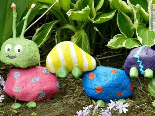 Rock bugs. This would be SO fun to do with the girls - do it with BIG rocks and waterproof paint so we can actually display it :)