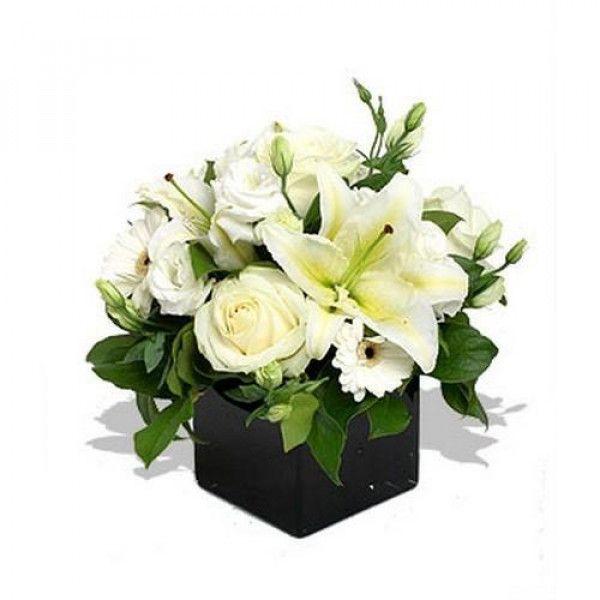 Fiori Lisianthus Bianchi.𝗣𝘂𝗿𝗮 𝗱𝗼𝗹𝗰𝗲𝘇𝘇𝗮 𝗽𝗶𝗰𝗰𝗼𝗹𝗮 Delicato Bouquet Di