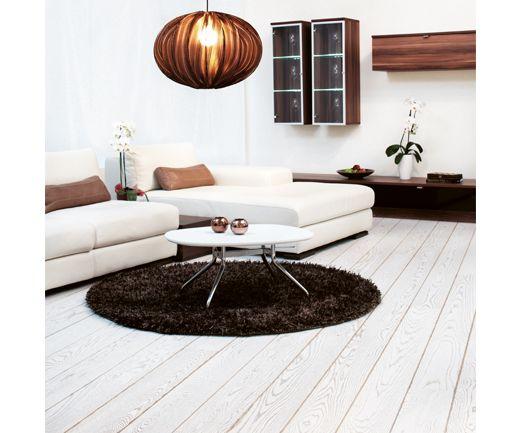 Ljusa och vita golv är populära just nu, det här golvet heter Epoque Ek Winter och kommer från Tarkett.