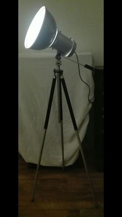 Online veilinghuis Catawiki:  industriele vintage vloerlamp / kast lamp op zwart Duits Bilora statief +-1.5 hoog!