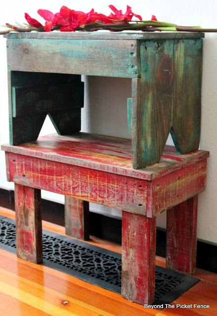Pallet Stools, http://bec4-beyondthepicketfence.blogspot.com/2016/05/1-pallet2-stools.html