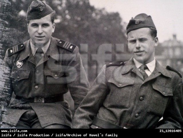 Vaclav Havel (R) and his brother Ivan as soldiers of Czechoslovak Army in 1956. ISIFA tanie