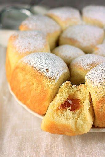 Buhtle po receptu Masatere  su veoma popularan recept na Coolinariki kao i medju blogerima. Probala sam ih i ja, i to dva puta u dva dana....