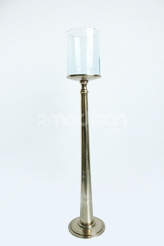 Elegant Candle Holder (S) www.2madison.com Candle holder berbahan dasar kuningan yang menimbulkan kesan mewah sekaligus elegant pada satu kesempatan.  Khusus bagi si pemuja lux home interior style, kami sarankan untuk memilikinya dalam kesatuan set yang lengkap.    Designer : Madison Collection :