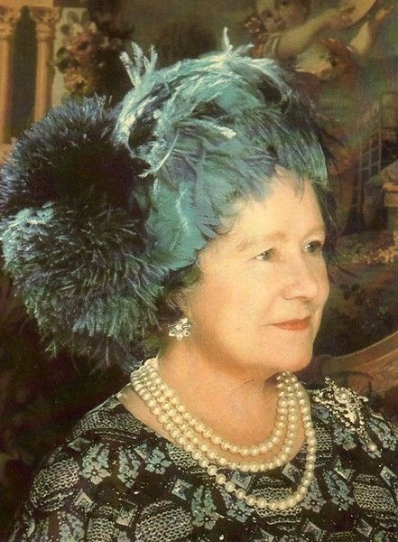 Elizabeth, Queen mother of Great britain. 1975.