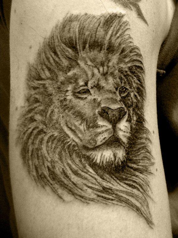 Tatouage t te de lion encre noir bras homme tl7e3nz - Tattoo tete de lion ...