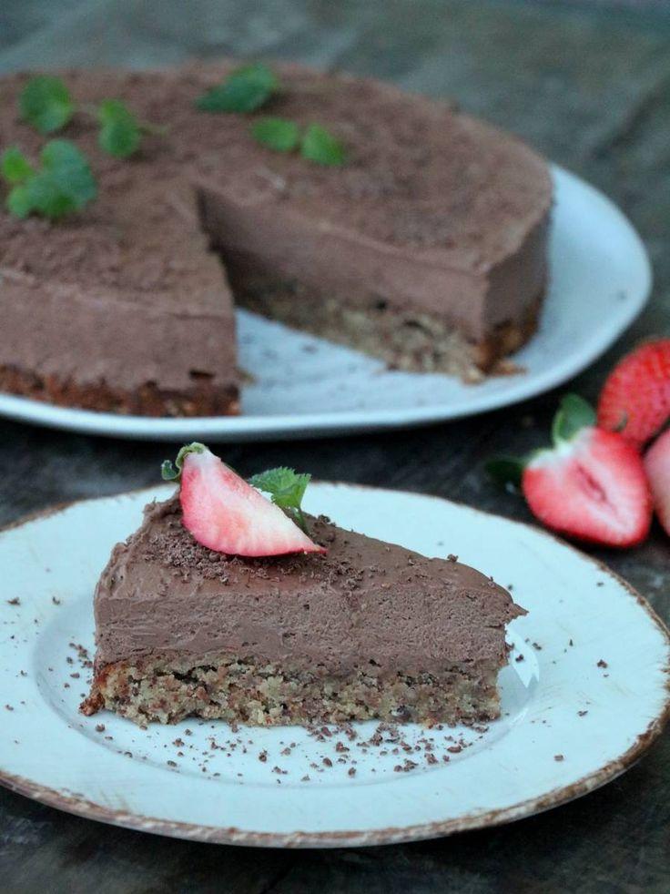 Sjokolademoussekake med nøttebunn
