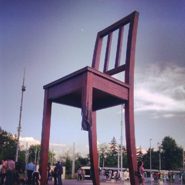The broken chair in front of the UN building, its symbolises the opposition to land mines and cluster bombs. Still acts as a reminded to modern day politicians of the past #Geneva