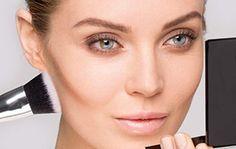 Gesicht konturieren mit Puder: Wangenknochen modellieren