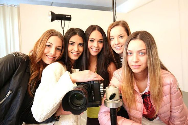 Fünf OÖN-Models im Blitzlicht - Spannendes Foto-Shooting für das Frühlings-Lookbook des Modehauses Penz. Mehr dazu hier: http://www.nachrichten.at/nachrichten/society/Fuenf-OOeN-Models-im-Blitzlicht;art411,1640532 (Bild: Wakolbinger)